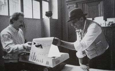 Wien 1985: Phänomen FAX-ART. Beuys, Warhol und Higashiyama setzen dem Kalten Krieg ein Zeichen